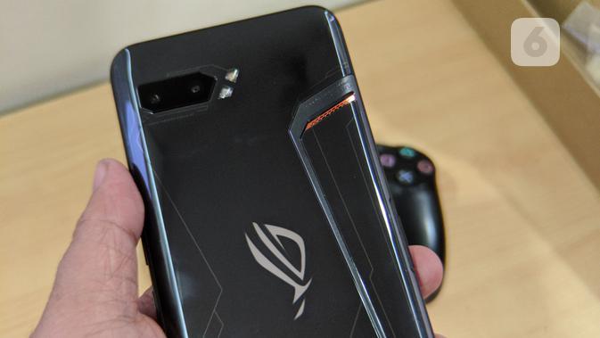 Dual kamera utama di Asus ROG Phone 2. (Liputan6.com/ Yuslianson)