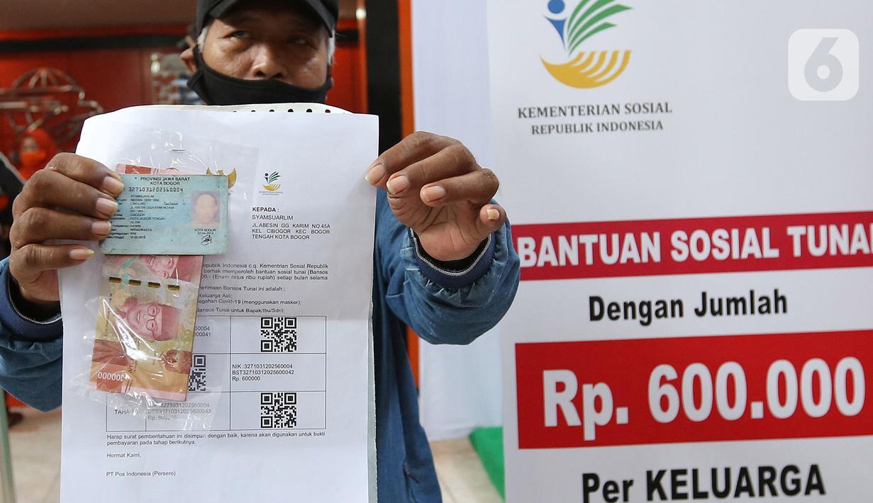 FOTO: Warga Bogor Cairkan Bantuan Sosial Tunai di Kantor Pos ...