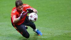 Iker Casillas akhirnya angkat kaki dari Real Madrid. Meski begitu, berbagai prestasi gemilang serta penyelamatan heroik pernah dilakukan Casillas.