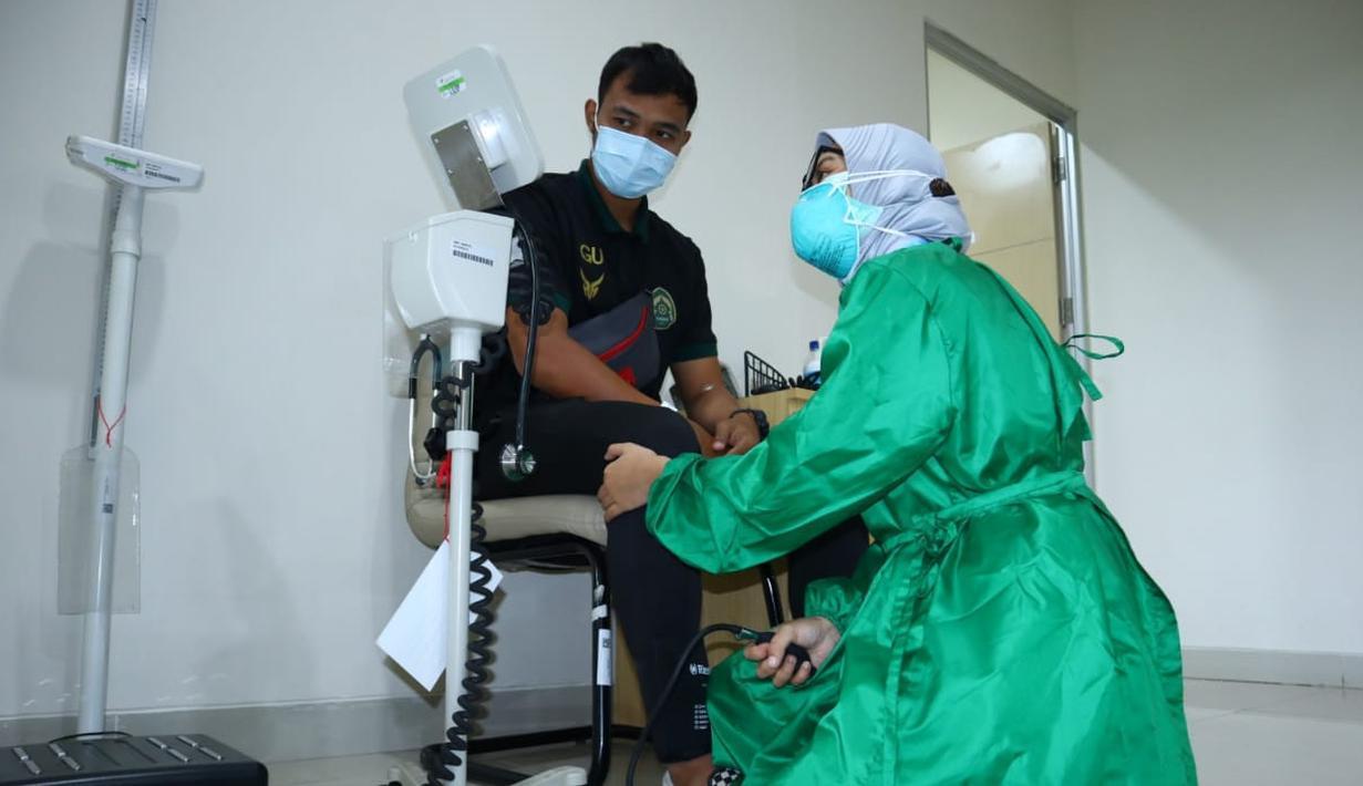 Sejumlah pemain Persikabo melakukan MCU (Medical Check Up) di Rumah Sakit EMC, Sentul, Kabupaten Bogor pada Sabtu (21/08/2021). Kegiatan tersebut bertujuan untuk mengetahui kondisi terakhir pemain sebelum didaftarkan ke panitia LIB untuk mengarungi BRI Liga 1 Indonesia musim 2021/2022.