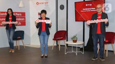 Presiden Direktur Bank OCBC NISP Parwati Surjaudaja (tengah), Direktur Ka Jit (kanan) dan Puteri Indonesia 2008 Zivanna Letisha (kiri) saat peluncuran Gerakan #MelajuJauh di Jakarta, Selasa (27/10/2020). (Liputan6.com/Fery Pradolo)