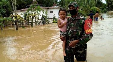 Babinsa Evakuasi Balita