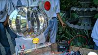 Angin kencang memberikan inspirasi terhadap 3 siswa MAN 1 Ponorogo untuk membuat alat pembangkit listrik. (Foto:Liputan6.com/Dian Kurniawan)