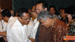 Direktur Utama PLN, Dahlan Iskan memberikan Ucapan Selamat Idul Fitri 1432 H kepada sejumlah karyawan pada acara Halal Bihalal di PLN Kantor Pusat Jakarta, Senin (5/9).