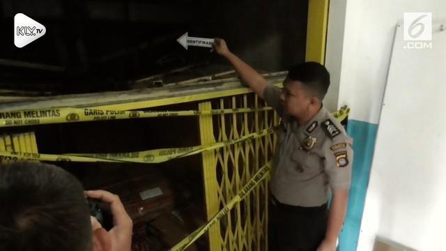 Tujuh orang terluka setelah lift barang di mal Gorontalo tiba-tiba jatuh dari lantai dua.