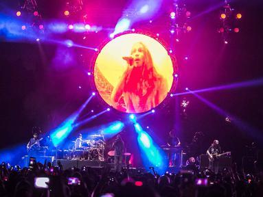 Aksi panggung band Incubus asal Amerika Serikat saat menggelar konser di Jakarta, Rabu (7/2). Konser musik ini bertajuk Incubus Live In Jakarta. (Liputan6.com/Faizal Fanani)