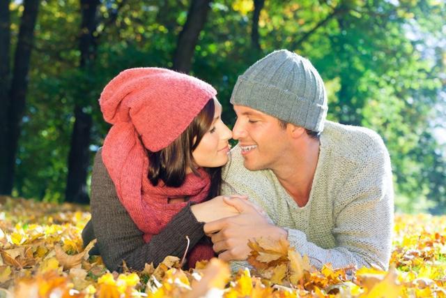 Jadwalkan waktu bertemu dan miliki komunikasi terbaik demi mempertahankan hubungan yang mesra serta romantis/copyright shutterstock.com