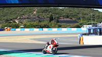 Pembalap Indonesia, Andi Gilang saat mengaspal di Sirkuit Jerez, Spanyol. (Istimewa)