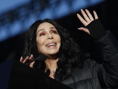 Cher mendapatkan banyak ancaman pembunuhan karena sering mengkritik Donald Trump. (SAM MORRIS / GETTY IMAGES NORTH AMERICA / AFP)