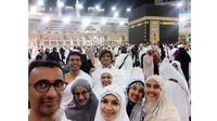 6 Momen Najwa Shihab Umrah Bareng Keluarga, Hangat dan Kompak (sumber: Instagram.com/najwashihab)