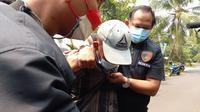 Polisi meringkus pria yang memalak perusahaan di Jakbar. (Liputan6.com/Ady Anugrahadi)