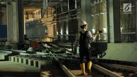 Pewarta saat meninjau proyek kereta MRT di Stasiun Bundaran HI, Jakarta, Senin (25/6). Pembangunan MRT merupakan kerjasama Indonesia dan Jepang dalam pembangunan infrastruktur. (Liputan6.com/Helmi Fithriansyah)