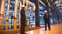 Petugas keamanan menjaga area di PLTGU Muara Karang, Jakarta, Rabu (21/3). ISS Indonesia memberikan layanan industrial cleaning kepada PT Pembangkitan Jawa Bali (PJB) Unit Pembangkit Muara Karang sejak awal 2016 . (Liputan6.com/Angga Yuniar)