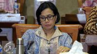 Menteri Keuangan Sri Mulyani Indrawati mengikuti rapat kerja (Raker) dengan Komisi XI DPR RI di Kompleks Parlemen Senayan, Jakarta, Kamis (29/9). (Liputan6.com/Johan Tallo)