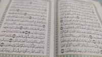 tilawah quran atau membaca ayat suci Al-Quran dapat meningkatkan keimanan seseorang terutama saat momen suci ramadan tiba. (Liputan6.com/Jayadi Supriadin)