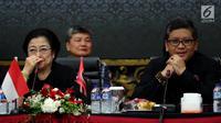 Ketum PDIP, Megawati Soekarnoputri bersama Sekjen PDIP Hasto Kristiyanto mengikuti Rapat Koordinasi Bidang Politik & Keamanan Tingkat Nasional di Kantor DPP PDI Perjuangan, Menteng, Jakarta, Kamis (3/5). (Liputan6.com/Johan Tallo)