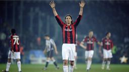 1. Zlatan Ibrahimovic - Tidak mungkin AC Milan bisa juara tanpa bomber asal Swedia tersebut. Mencetak 14 gol dari 28 laga serta banyak assist pada musim 2010/2011. (AFP/Filippo Monteforte)