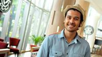 Aktor Chicco Jerikho saat syukuran film Filosofi Kopi, di Kuningan City, Jakarta, Kamis (8/1/2015). (Liputan6.com/Panji Diksana)