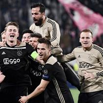 4. Matthijs de Ligt (Ajax Amsterdam) – Kapten de Godenzonen ini mampu mengawal dengan baik lini pertahanan dan menyumbang satu gol saat menyingkirkan Juventus. Pemain 19 tahun itu kini menjadi perhatian klub besar Eropa. (AFP/Marco Bertorello)