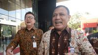 Ekspresi Menpan-RB Tjahjo Kumolo (kiri) dan Ketua KPK Firli Bahuri usai melakukan pertemuan di Gedung KPK, Jakarta, Jumat (6/3/2020). Pertemuan membahas program Strategi Nasional Pencegahan Korupsi (Stranas PK) khususnya di Kemenpan-RB dan keseluruhan. (merdeka.com/Dwi Narwoko)