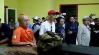 Puluhan penumpang Wings Air geram karena penerbangan menuju Ternate dibatalkan setelah beberapa kali ditunda. (LIputan 6 SCTV)