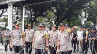 Kapolda Metro Jaya Irjen Pol Gatot Eddy Pramono beserta jajaran meninjau kawasan Patung Kuda, Jakarta Pusat. Peninjauan ini dimaksudkan untuk mengecek persiapan para anggota guna mengamankan hari buruh atau May Day. (Merdeka/Ronald)
