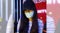 PA alias Putri Amelia, tersangka prostitusi online yang ditangkap Polda Jawa Timur. (Dian Kurniawan)