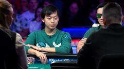 Timothy Su dari Boston saat bermain di meja final World Series of Poker di kasino hotel Rio di Las Vegas (14/7/2019). Timothy Su menyelesaikan permainan poker di tempat kedelapan. (Steve Marcus/Las Vegas Sun via AP)