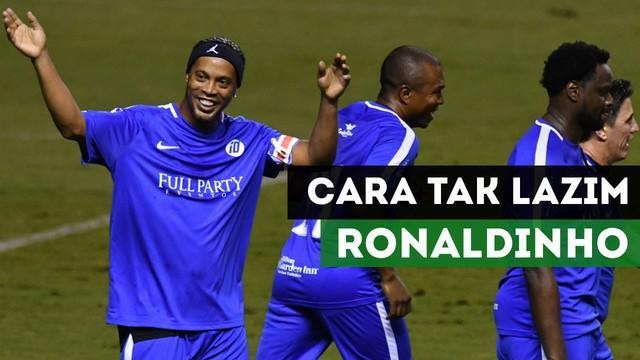 Berita video mengenai cara Ronaldinho menghibur pada laga amal di Kosta Rika dengan cara tak lazim. Apakah yang dimaksud?