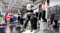 Maneken plus size yang dipajang Nike. (dok. Nike)