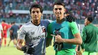 Kiper Madura United, Muhammad Ridho, dan Nadeo Argawinata (kiper Borneo FC). (Bola.com/Aditya Wany)