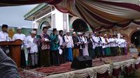Deklarasi organisasi keturunan wali songo, Naqobah Ansab Awliya' Tis'ah, disingkat NAAT di halaman Pasarean Syaikhona Kholil Desa Martajesah, Bangkalan.. (Foto: Liputan6.com/Mustofa Aldo)