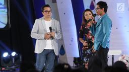 Direktur Indonesia Entertainment Production (IEP) Indra Yudhistira (kiri) berbincang dengan peserta dalam acara Emtek Goes To Campus (EGTC) 2018 di Universitas Gadjah Mada (UGM), Yogyakarta, Rabu (17/10). (Liputan6.com/Herman Zakharia)