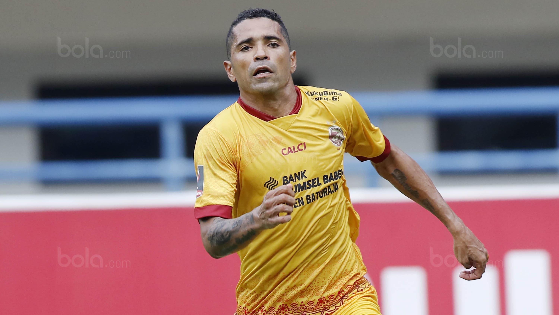 Bomber Sriwijaya FC, Alberto 'Beto' Goncalves, akhirnya resmi menjadi Warga Negara Indonesia (WNI). (Bola.com/M Iqbal Ichsan)