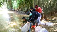 PDIP melakukan kegiatan tebar benih ikan di Hutan Kota Pesanggrahan, Jakarta Selatan. (Istimewa)