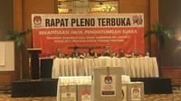Rapat pleno terbuka rekapitulasi hasil penghitungan suara Pilkada DKI 2017 di Hotel Aryaduta, Jakarta Pusat, Sabtu (29/4/2017) malam. (Liputan6.com/Fachrur Rozie)