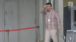 Ahmad Yani Pengacara Syafruddin Arsyad Tumenggung menyapa awak media saat memasuki Rutan Kelas I Jakarta Timur, Cabang Rutan KPK, Jakarta, Selasa (9/7/2019). Mahkamah Agung (MA) memvonis lepas mantan Ketua BPPN Syafruddin Arsyad Tumenggung yang sebelumnya dihukum 15 tahun. (merdeka.com/Dwi Narwoko)