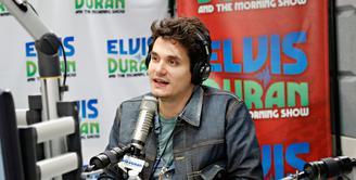Usai mengakhiri hubungannya dengan Katy Perry, John Mayer masih nyaman dengan status lajangnya hingga saat ini. (AFP/Bintang.com)