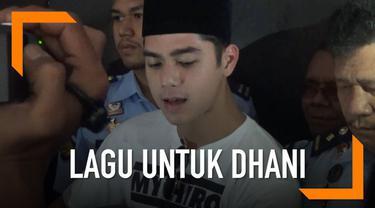 Al Ghazali memberikan lagu spesial untuk Ahmad Dhani yang sedang ditahan di Rutan Medaeng.
