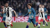 Aksi Antoine Griezmann Selebrasi Cristiano Ronaldo pada laga kedua, babak 16 besar Liga Champions yang berlangsung di Stadion Allianz, Turin, Rabu (13/3). Juventus menang 3-0 atas Atl Madrid. (AFP/Filippo Monteforte)