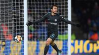 Gelandang Chelsea, Pedro Rodriguez, menilai timnya sempat frustrasi membongkar ketatnya lini pertahanan Leicester City. (Twitter/@ChelseaFC)