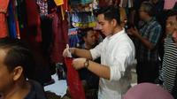 Gibran Rakabuming Raka blusukan di Pasar Nusukan Solo. (dok. Instagram @gibran_rakabuming/https://www.instagram.com/p/B52WqtnhKxL/)