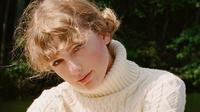 Sweater jadi salah satu busana yang dikenakan Taylor Swift saat promosi daring albumnya Folklore. (dok. Twitter @IrelandEmbUSA)
