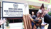 Universitas Simalungun kini memiliki Bursa Kerja dan Pusat Pengembangan Karir setelah diresmikan Menaker M. Hanif Dhakiri (28/9/2017).