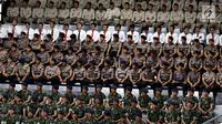 Anggota kepolisian dari berbagai kesatuan mengikuti upacara peringatan HUT ke-72 Bhayangkara di Istora Senayan, Jakarta, Rabu (11/7). Upacara peringatan Hari Bhayangkara 2018 ini dihadiri petinggi negara dan pemerintahan. (Liputan6.com/Johan Tallo)