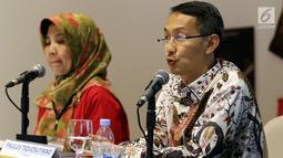 Direktur Garudafood, Paulus Tedjosutikno (kanan) memberikan keterangan seusai mengadakan rapat umum pemegang saham tahunan di Jakarta, Selasa (30/4/2019). Dari rapat tersebut menyetujui pembagian dividen sebesar Rp 17 per lembar saham yang akan dibagikan pada Mei 2018. (Liputan6.com/Johan Tallo)