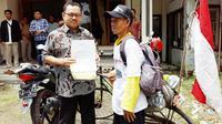Demi bertemu Sudirman Said, pria asal Jepara ini bersepeda 200 KM (Liputan6.com/ Fajar Eko Nugroho)