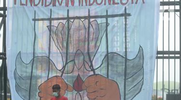 Massa Aksi Hari Pelajar Internasional Geruduk Kemendikbud