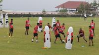 Persipura Jayapura berlatih di Batu, Malang, jelang restart Shopee Liga 1 2020. (Bola.com/Gatot Susetyo)