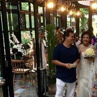 Wong Aksan menikah di Bali. (Instagram/djenarmaesaayu)